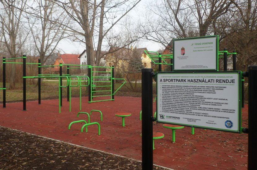 Nemzeti Szabadidős Egészség Sportpark Program táblája
