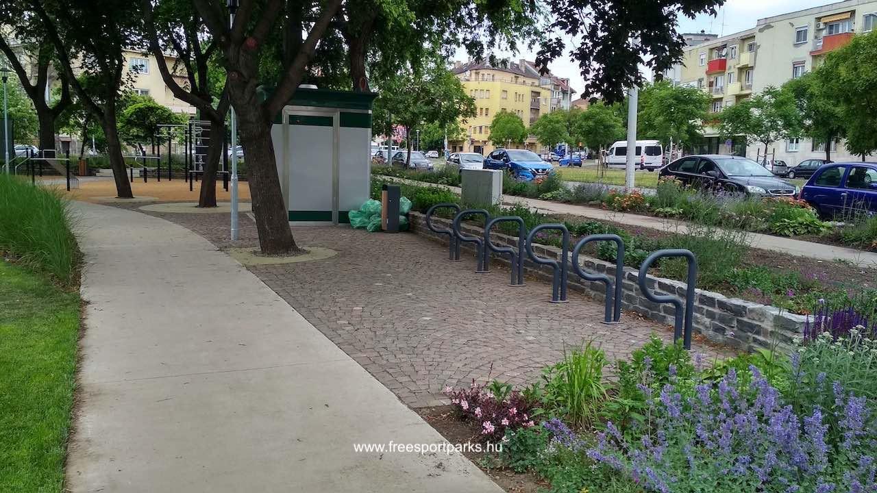 kerékpártároló a Függetlenségi parkban