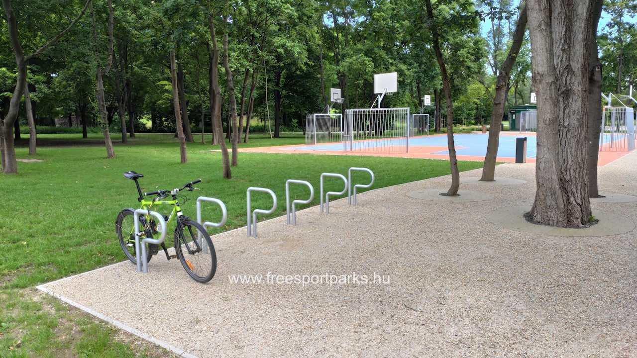 kerékpártárolók a Hajógyári sziget szabadidőpark területén