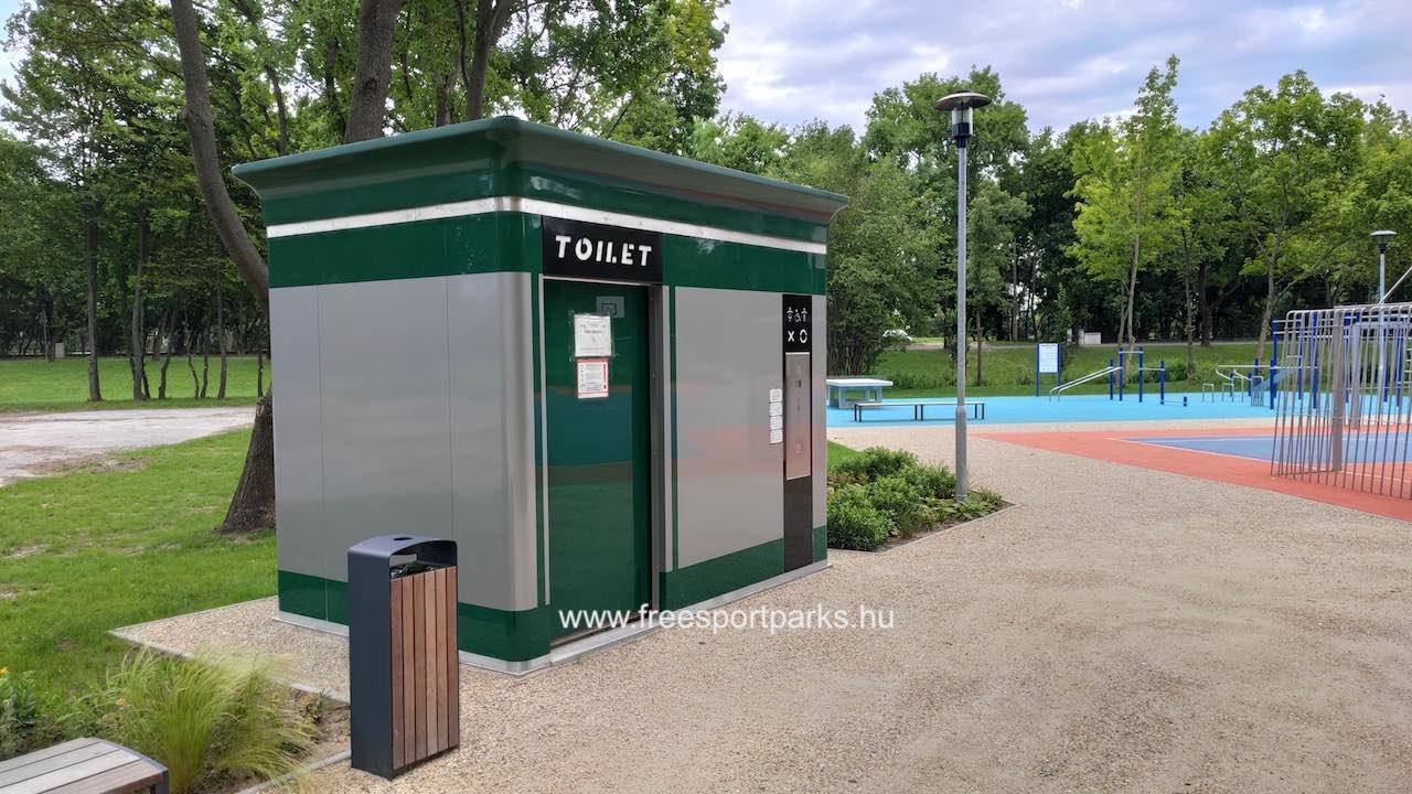 automatizált toilet a Hajógyári szabadidőparkban