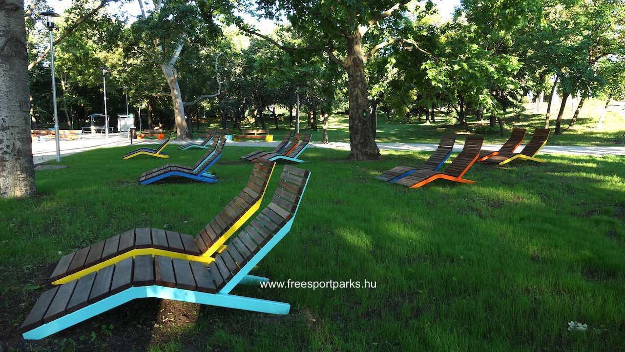napozóágyak az Egyetemisták parkjában