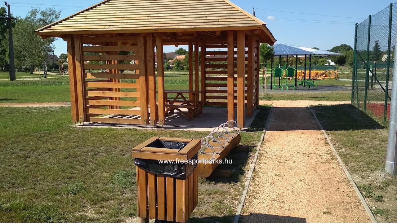 árnyékos pihenőhelyek egyike a Bábolna Szabadidőparkban