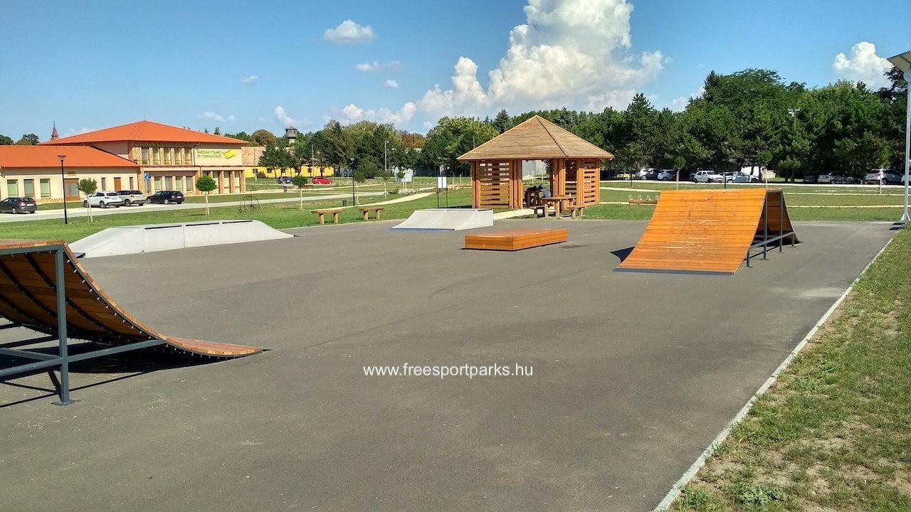 aszfaltozott skatepark a Bábolna Szabadidőpark területén