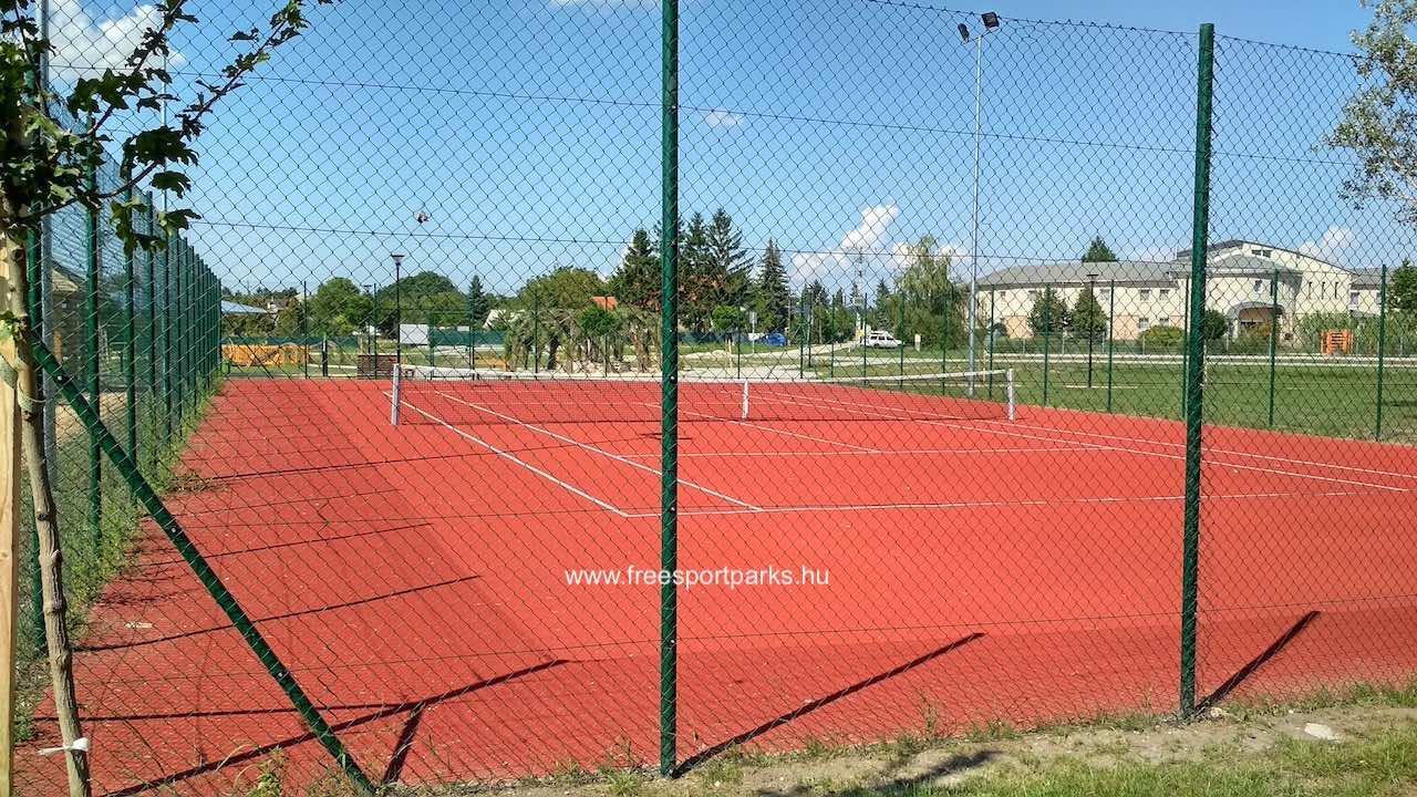 teniszpálya a Bábolna Szabadidőpark területén
