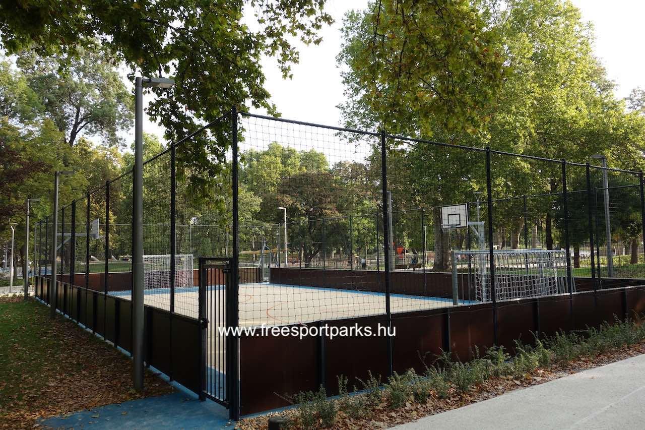 grundfoci és streetball pálya palánkkal és sportkerítéssel körbevéve