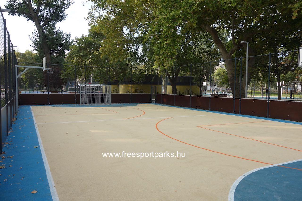 focikapu és streetball palánk a gumitalajú pályán