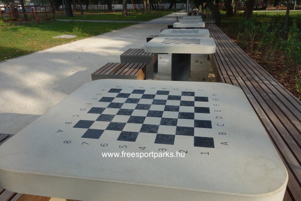 sakktábla a Vársoligeti Sportcentrum sakkasztalain