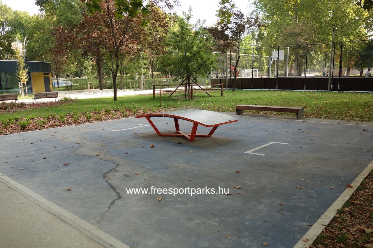 a nagy kondipark melletti teqball pálya a Városligeti Sportcentrum területén