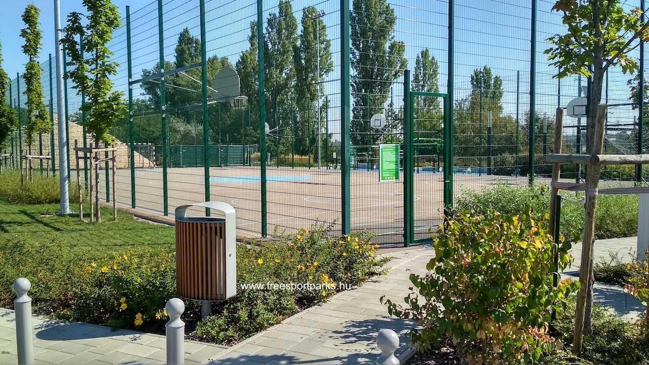 multisportpark bejárata a parkoló felöl