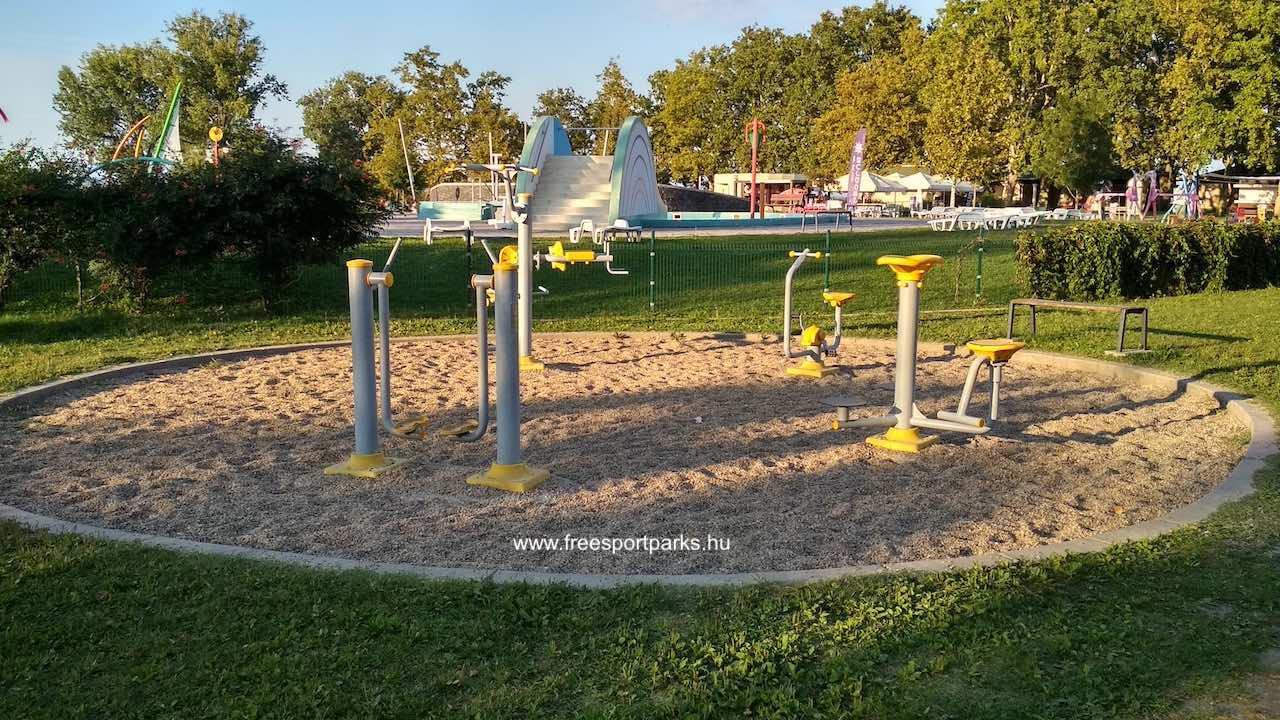 fitneszpark a balatonboglári Platán strand területán