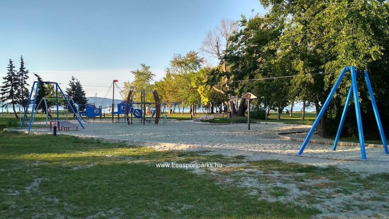 az egyik játszótér a Platán strand területén