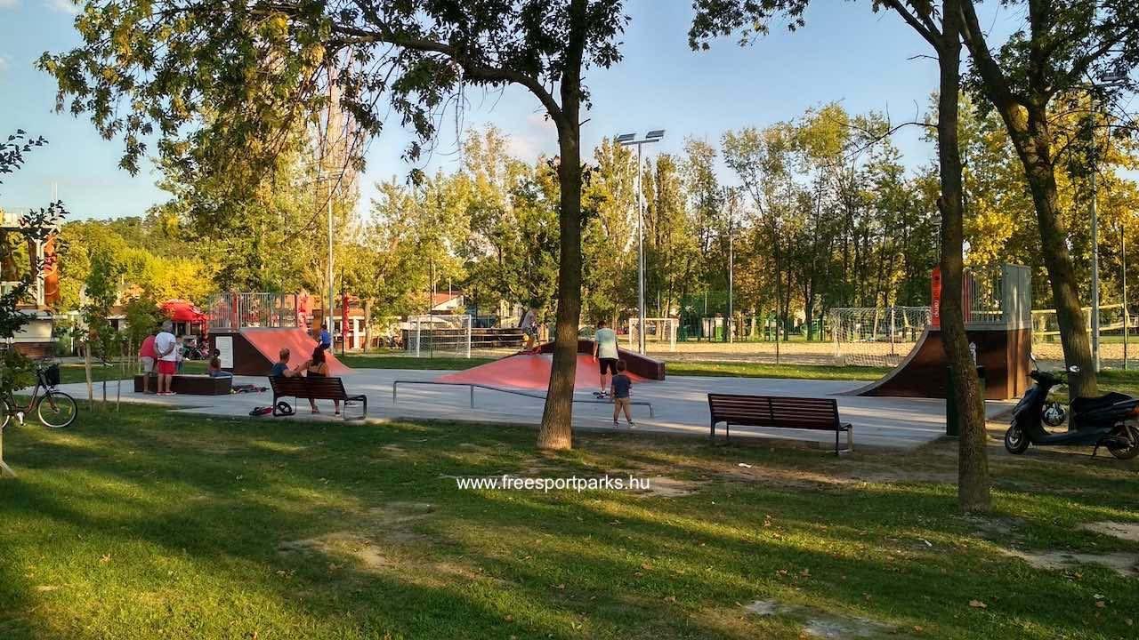 skatepark a Platán strand fáinak árnyékában