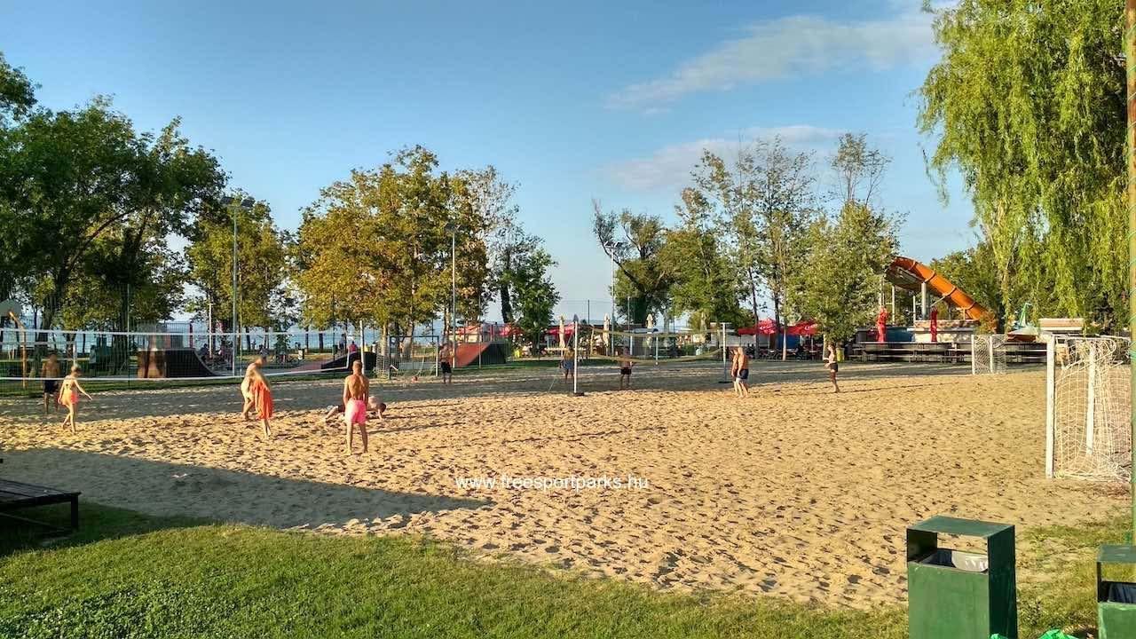 strandröplabda és strandfoci pályák