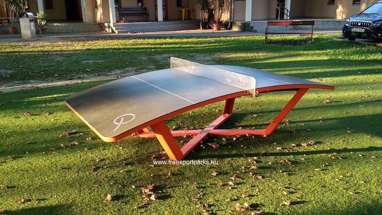 Teqball asztal a Platán strand területén
