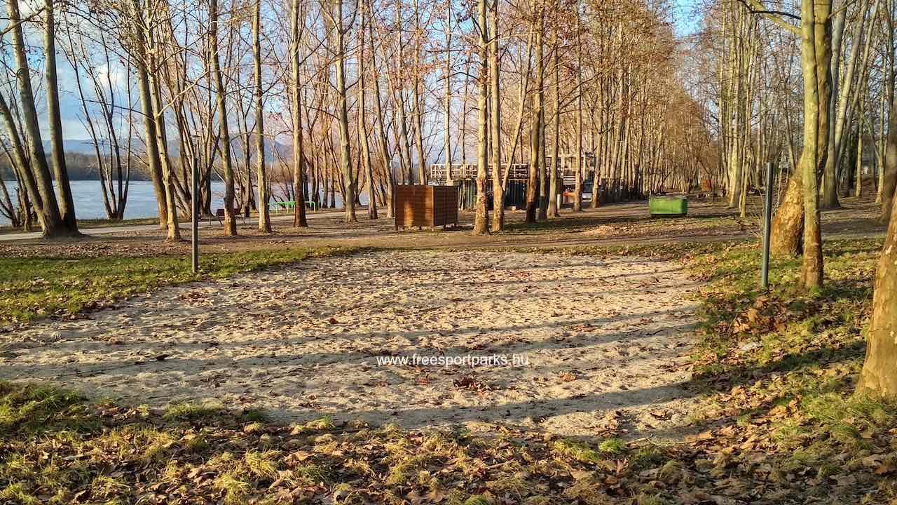 Strandröplabda pálya homokos talajjal a Dunakeszi Szabadstrandon