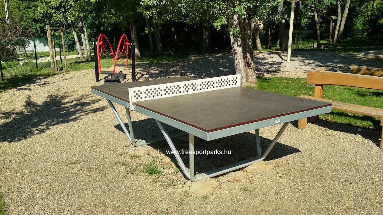pingpong asztal a Mészkő park játszóterén
