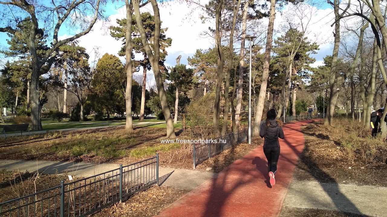 balra a botanikus kert a futópálya mellett
