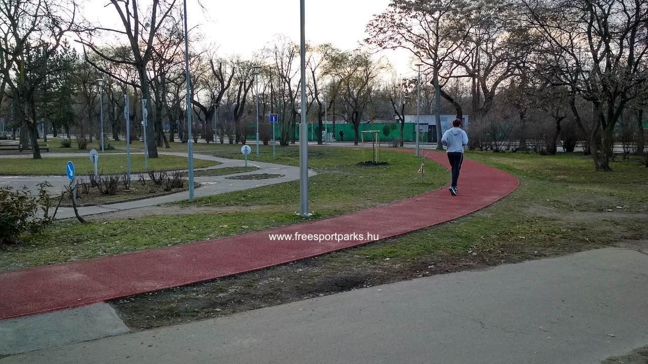 a KRESZ parknál fordul vissza a pálya a Zichy Mihály út irányába