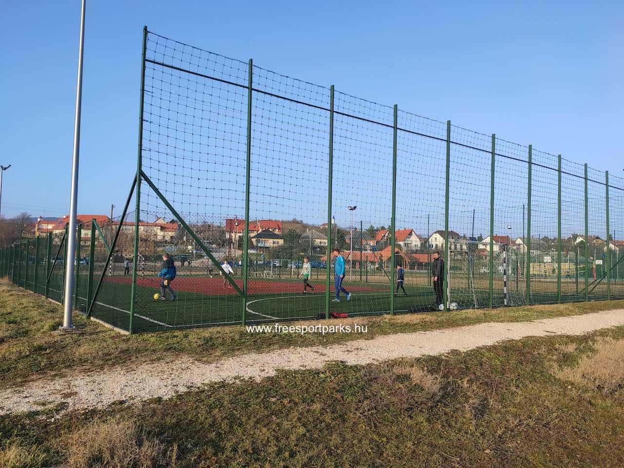 bérelhető műfüves focipálya és tenniszpálya