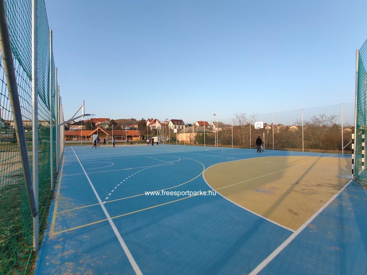 gumi talajú focipálya streetball pályákkal