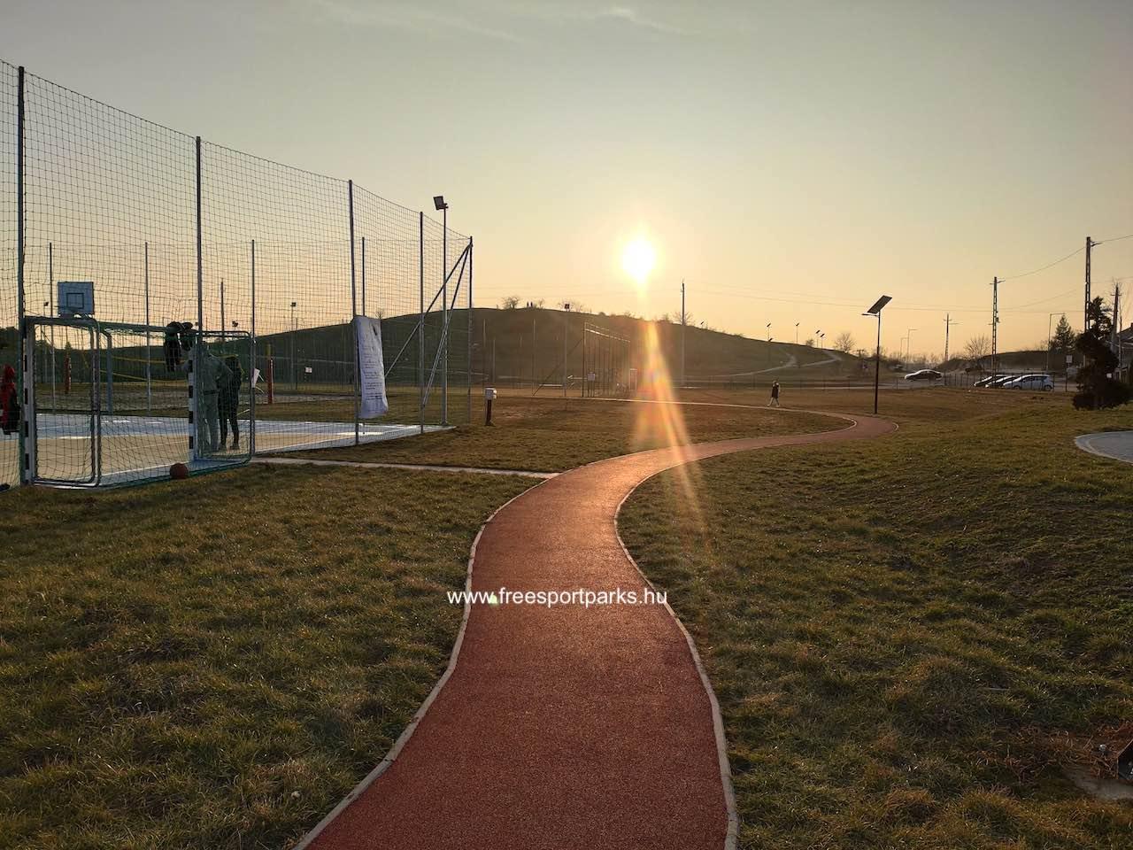 rekortán futókör a Sukoró sportpark pályái között