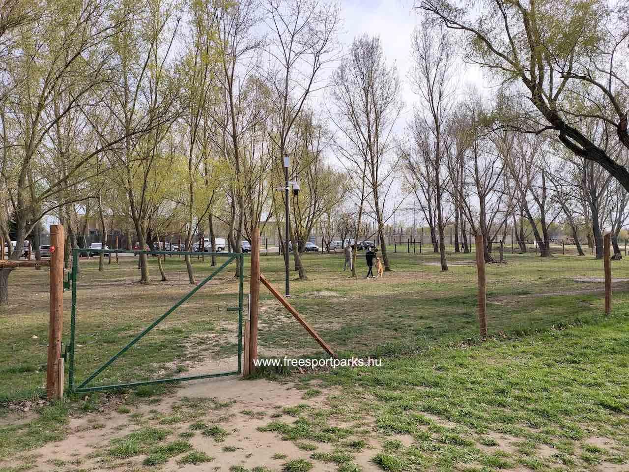 körbekerített kutyafuttató a Palotavárosi szabadidőparkban
