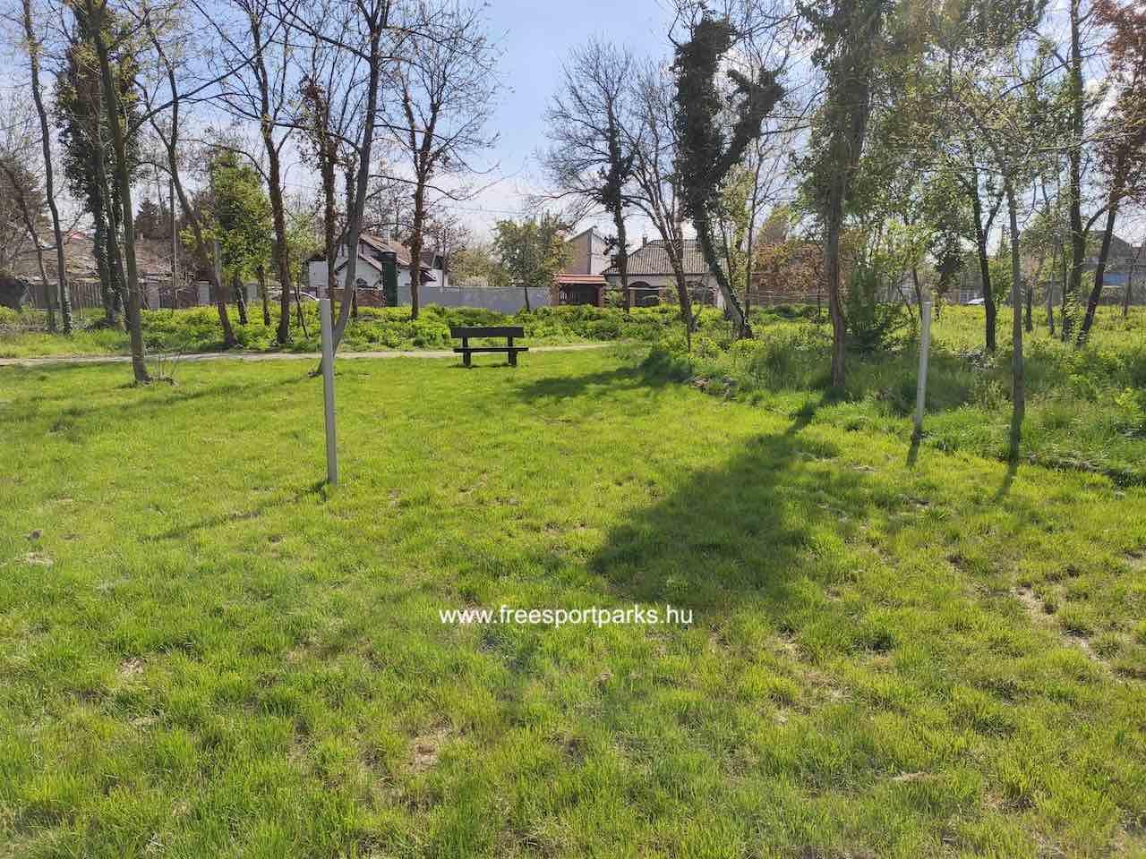 Kúttói parkerdő tollaslabda pálya füves talajjal - Free Sport Parks térkép