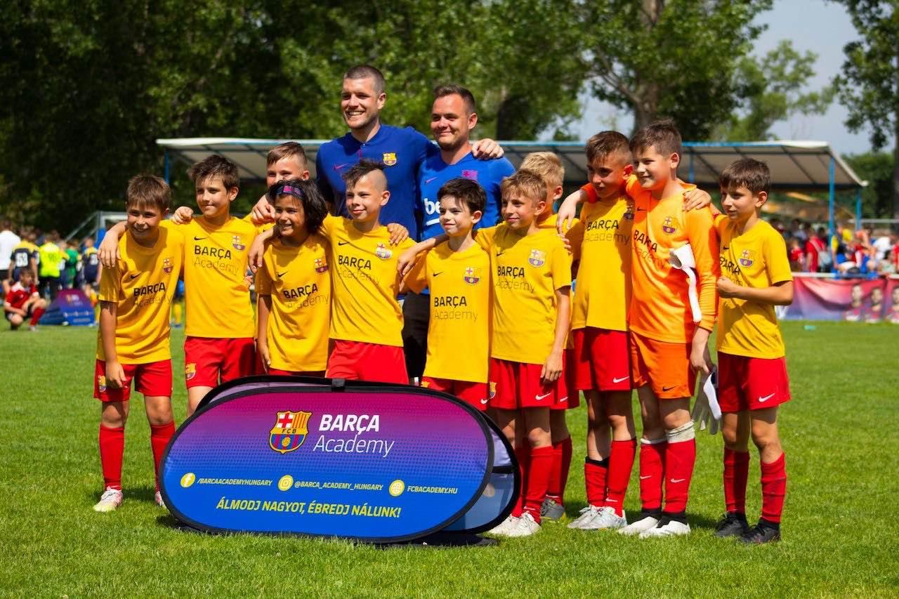 Ruben Morales és egyik csapata - Barca Academy Hungary Cup - Free Sport Parks Blog